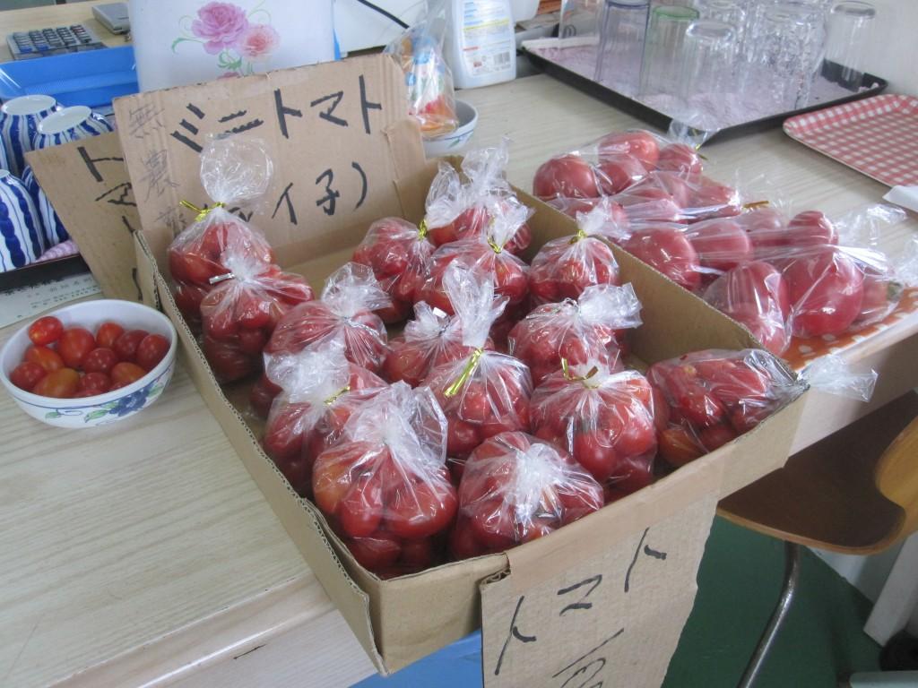 店内販売の無農薬野菜トマト
