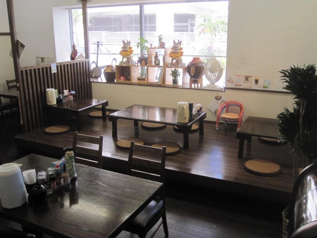 店舗奥側の座敷・テーブル席