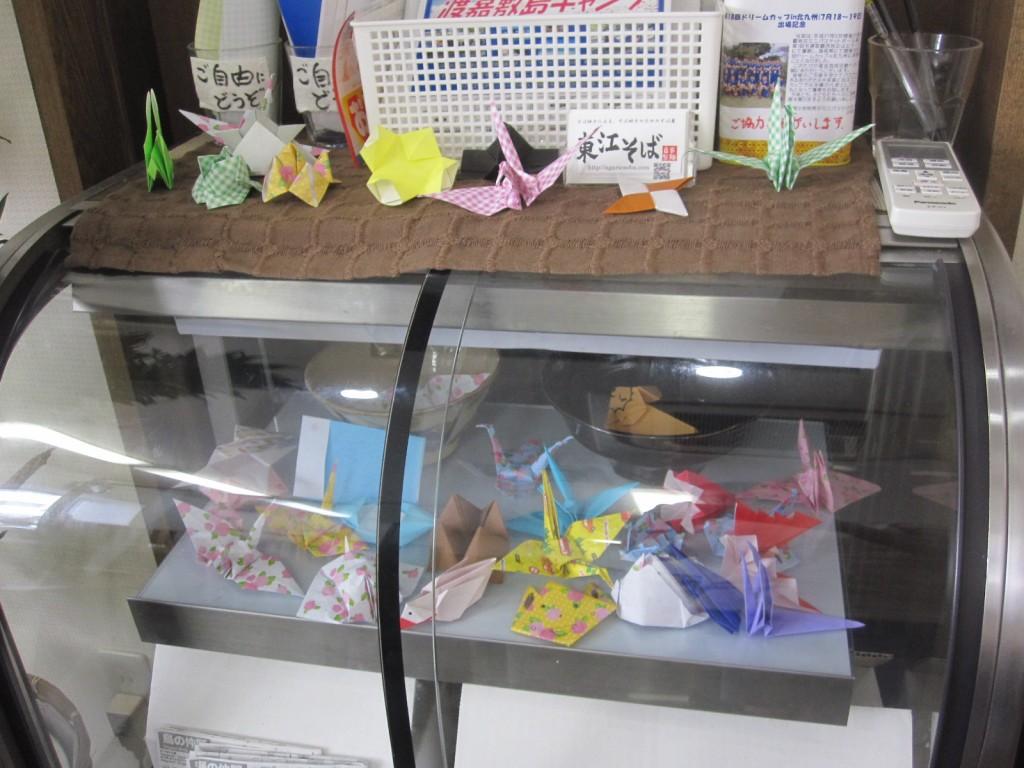 無料サービスの折り紙が展示されたスペース