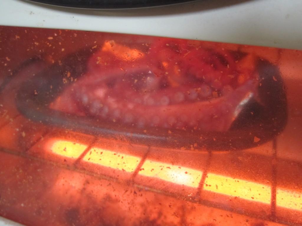 オーブンでタコの足を焼く