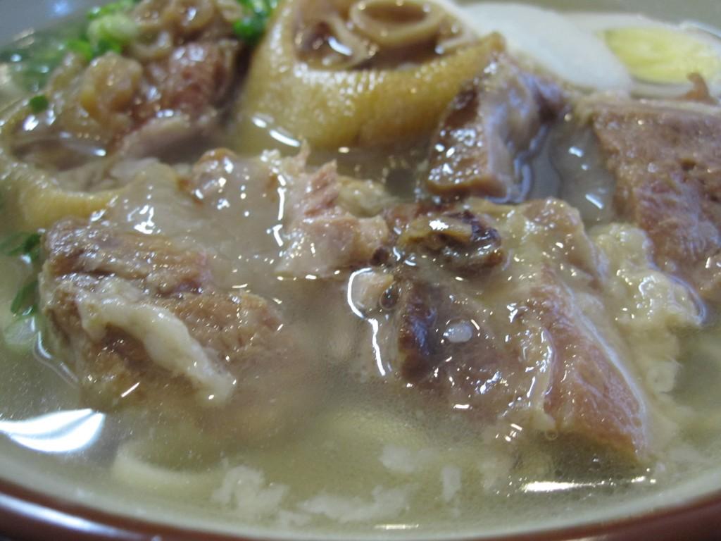 トロットロに煮こまれたお肉の香りが食欲を刺激する