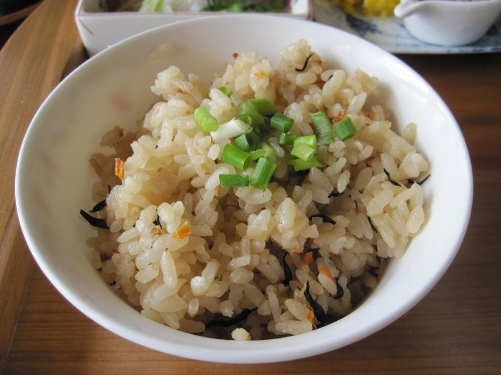 沖縄風の炊き込みご飯 ジューシー