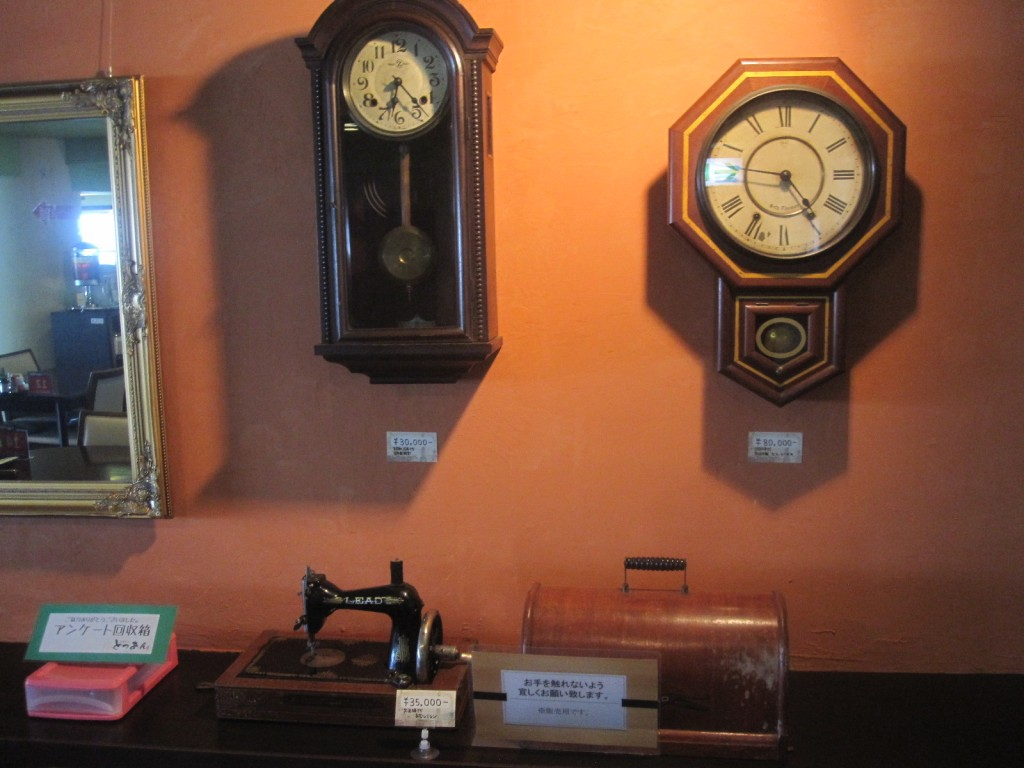 販売もしているアンティーク家具・壁掛け時計
