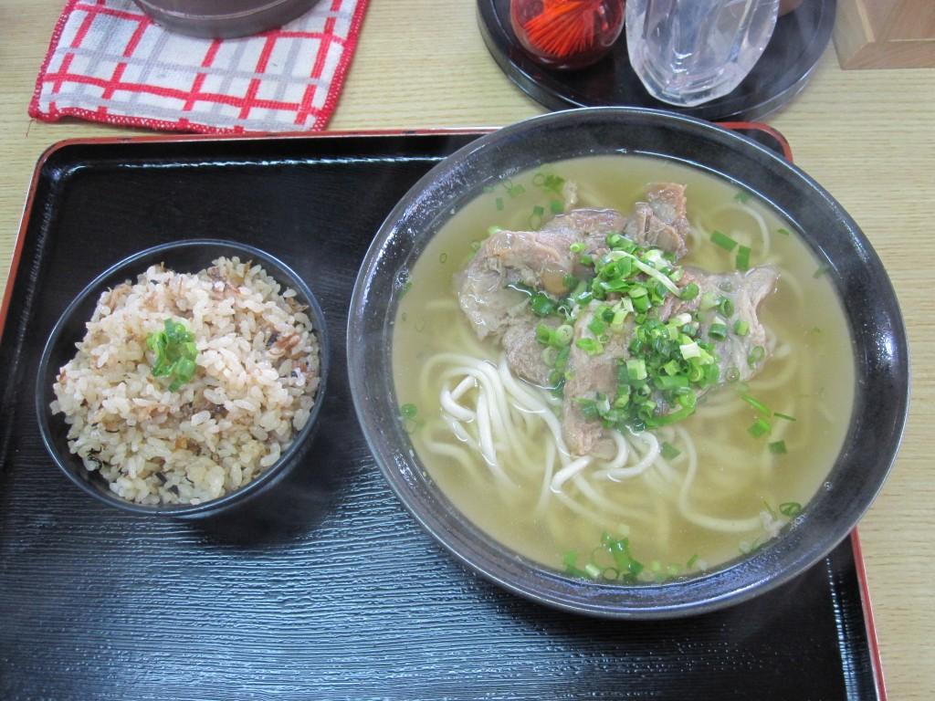 軟骨ソーキそば、沖縄風炊き込みご飯ジューシー