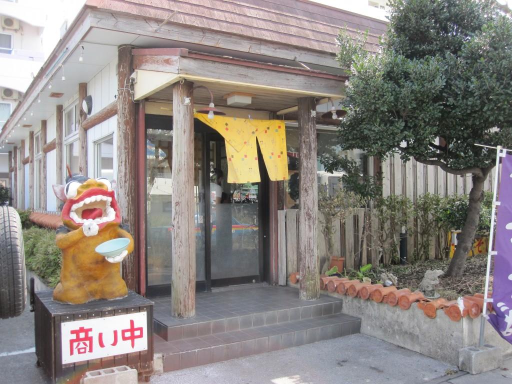 沖縄県道331号線沿い宮古そば「宮ら美」の店