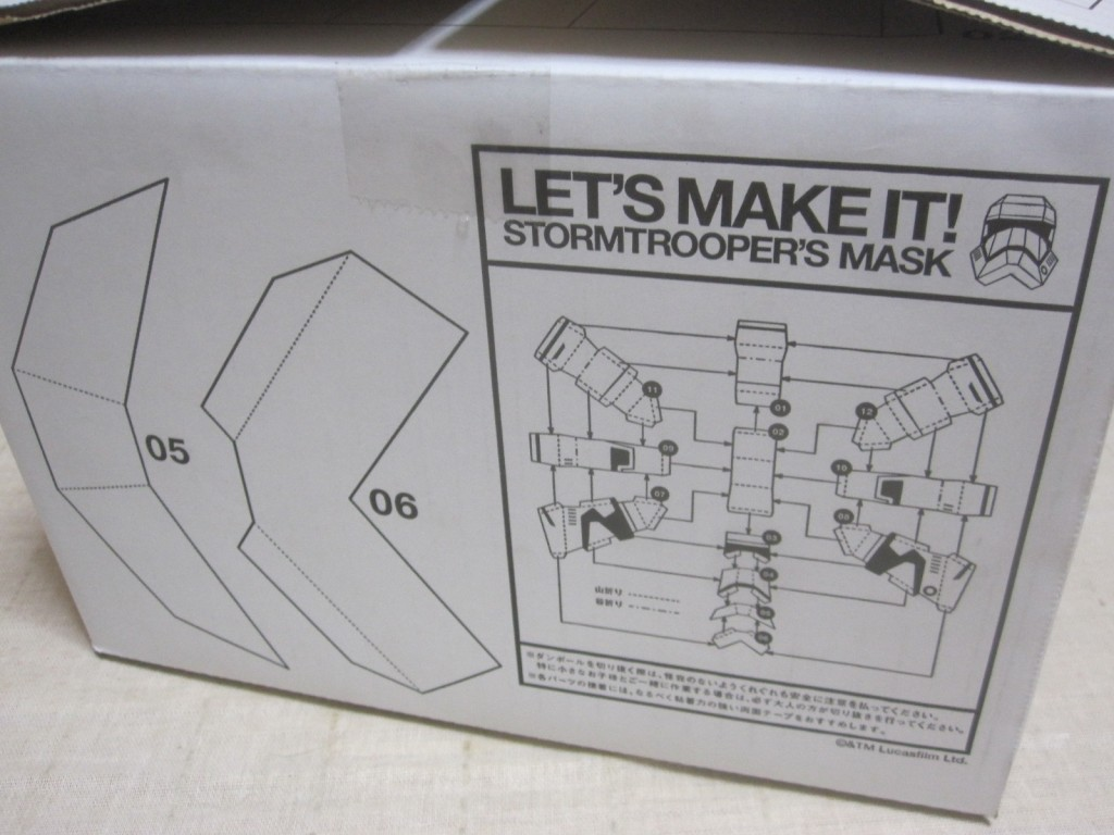 箱自体が型紙になっていて切り抜いて組み立てる仕様