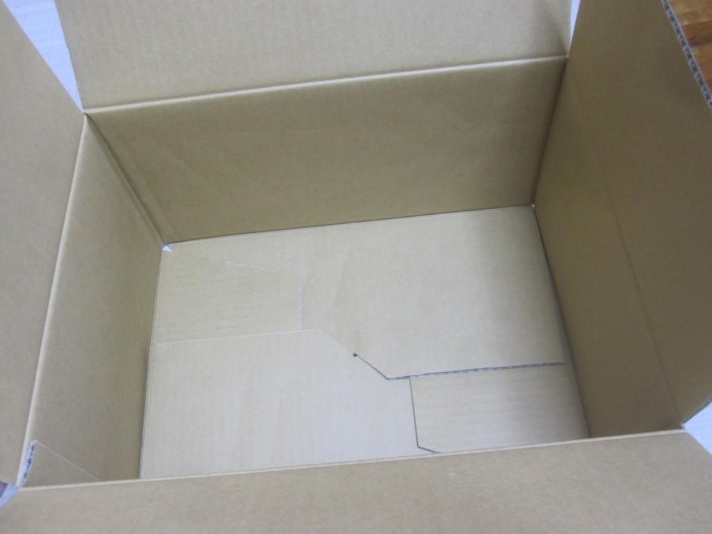 箱の中身はいたって普通のダンボール