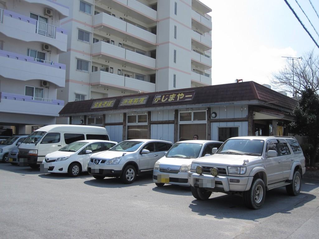 宮古そば宮ら美の店舗隣の駐車場スペース