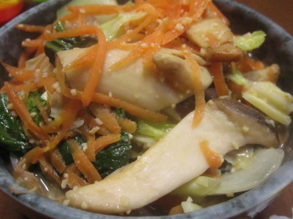 刻みニンニク盛り沢山の野菜炒めソバの完成