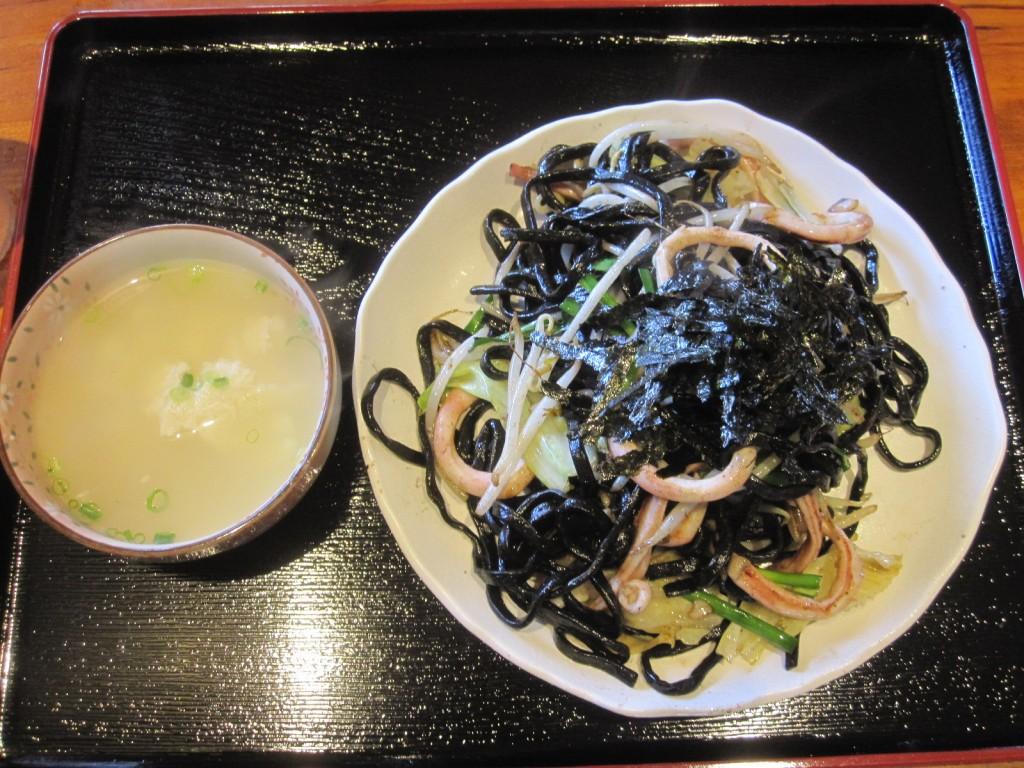 イカスミ麺 焼きそば(ゆし豆腐付き)