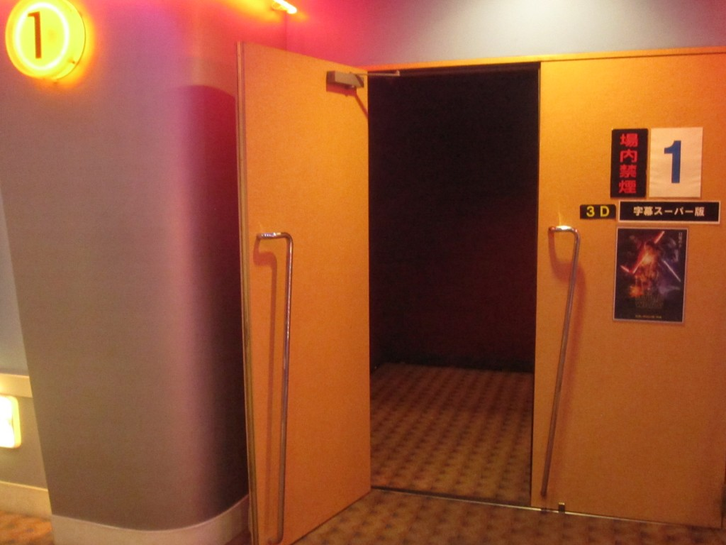 外界とシアター内を繋ぐ入り口