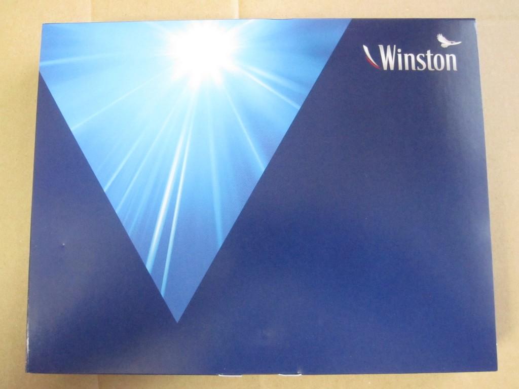 お洒落にデザインされたウィンストン(WINSTON)の青い箱