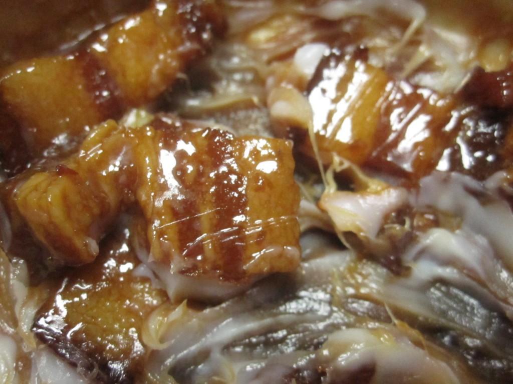 豚脂・ラードまみれになった豚の角煮