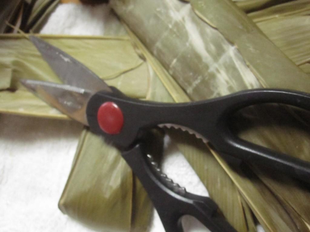ムーチー・餅を切った後のハサミの掃除が面倒くさい