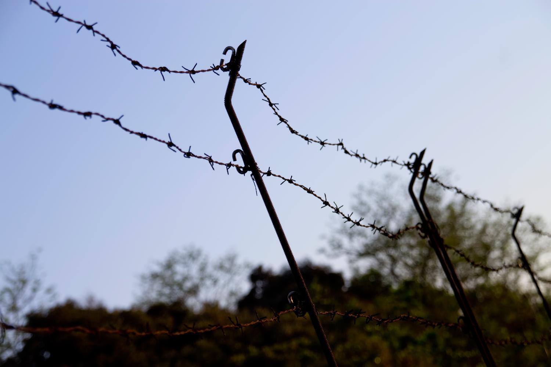不法侵入を防ぐための有刺鉄線
