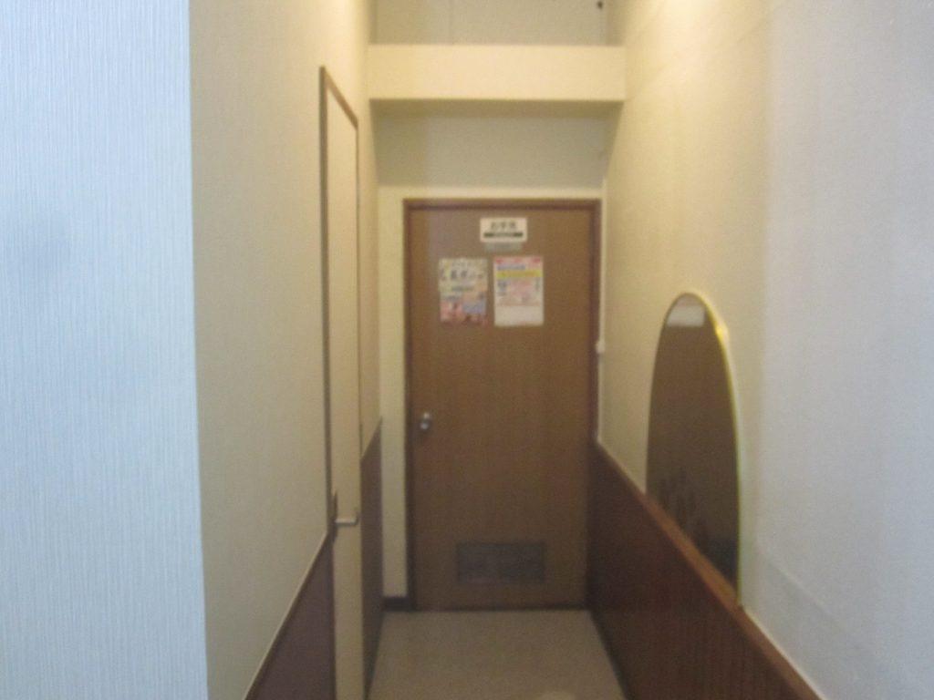 トイレへの通路も綺麗 ※中には入っていないので不明