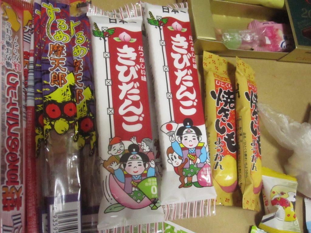 """昔懐かしい""""きびだんご""""駄菓子などオジサン世代も楽しめる"""