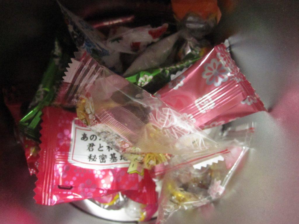 包装袋を見ただけで口の中に味と香りが広がるほど食べ慣れた飴玉(キャンディ)