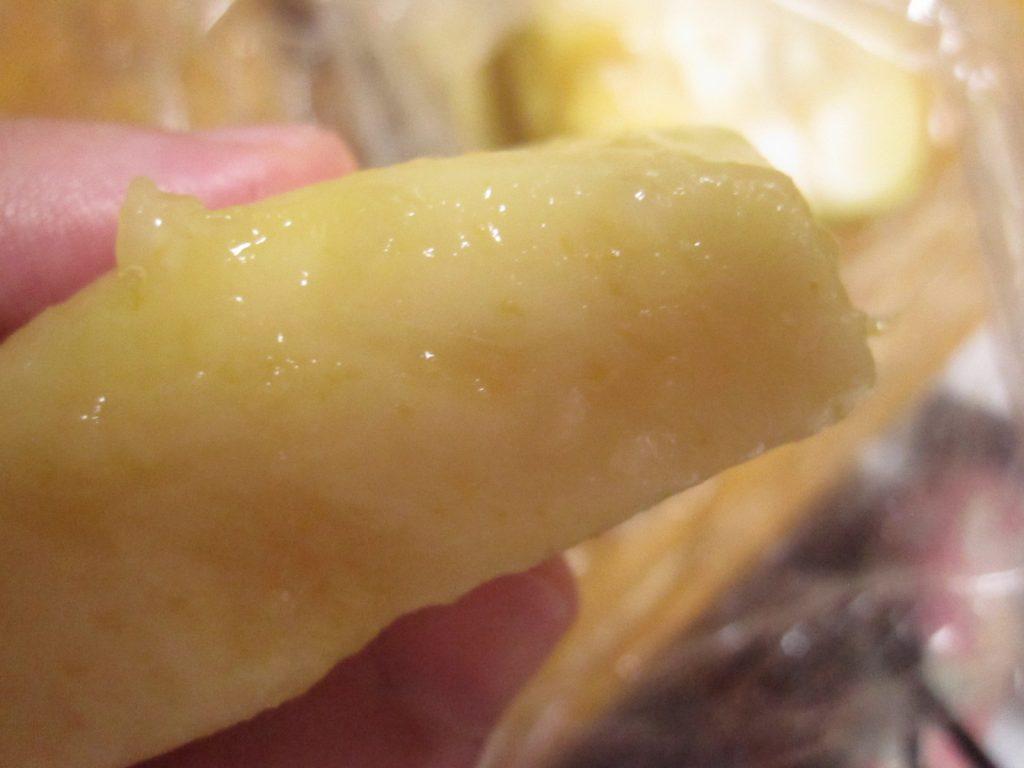 完熟を過ぎた梨、桃のような柔らかい食感の果実・果肉