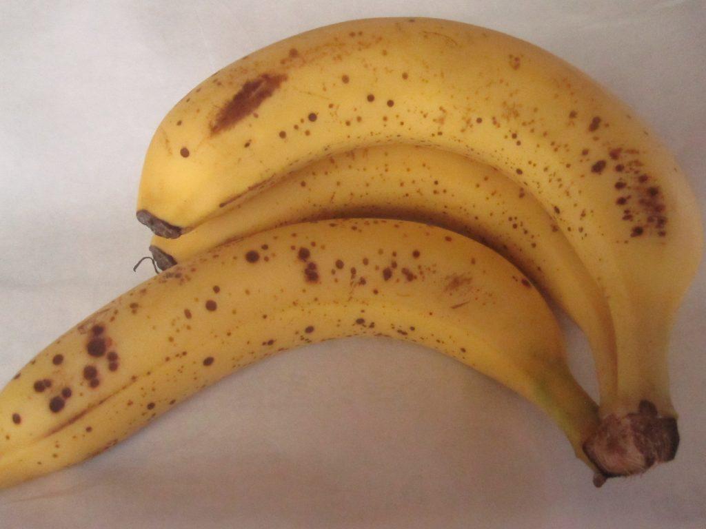 沖縄県民の台所サンエーで購入した黄色い完熟バナナ