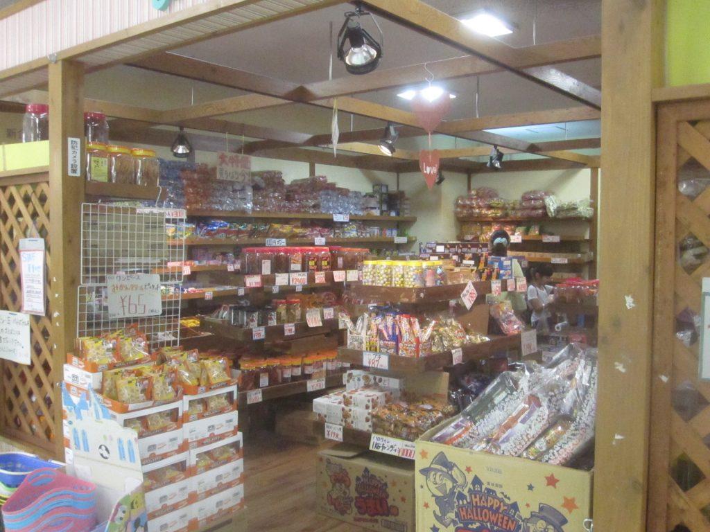 大型スーパー内の駄菓子屋さん『よいこの店』