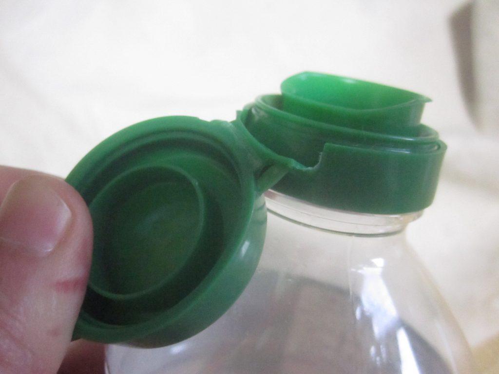 調味料のフタ・キャップを引き破いて取る方法を実験中