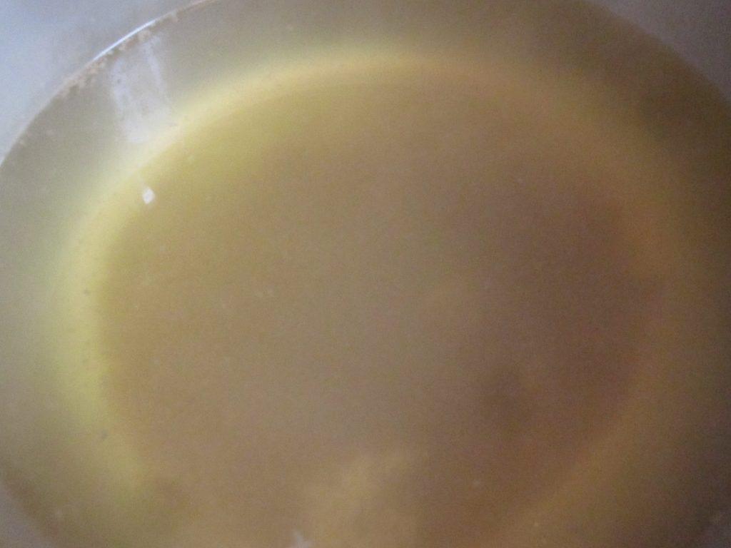 豚肉の茹で汁を利用した肉汁スープが完成!