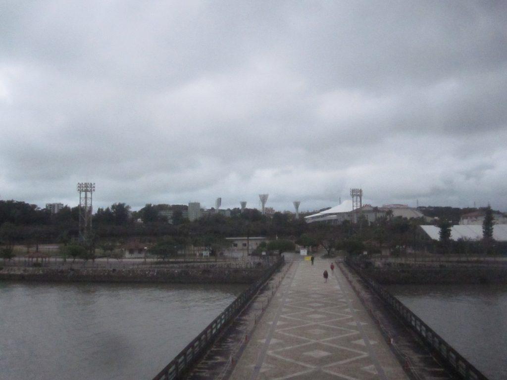 奥武山公園と壺川駅を繋ぐ橋