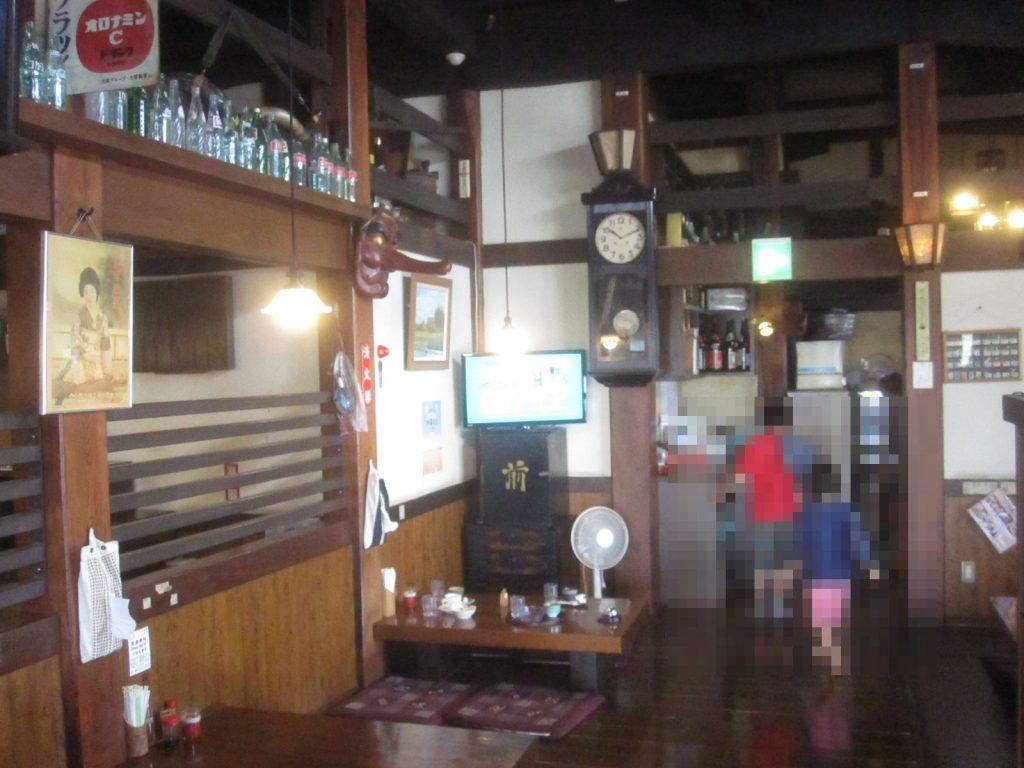 古民家(こみや)食堂の店内は築130年の日本家屋を新潟県から移した貴重な建築物でもある
