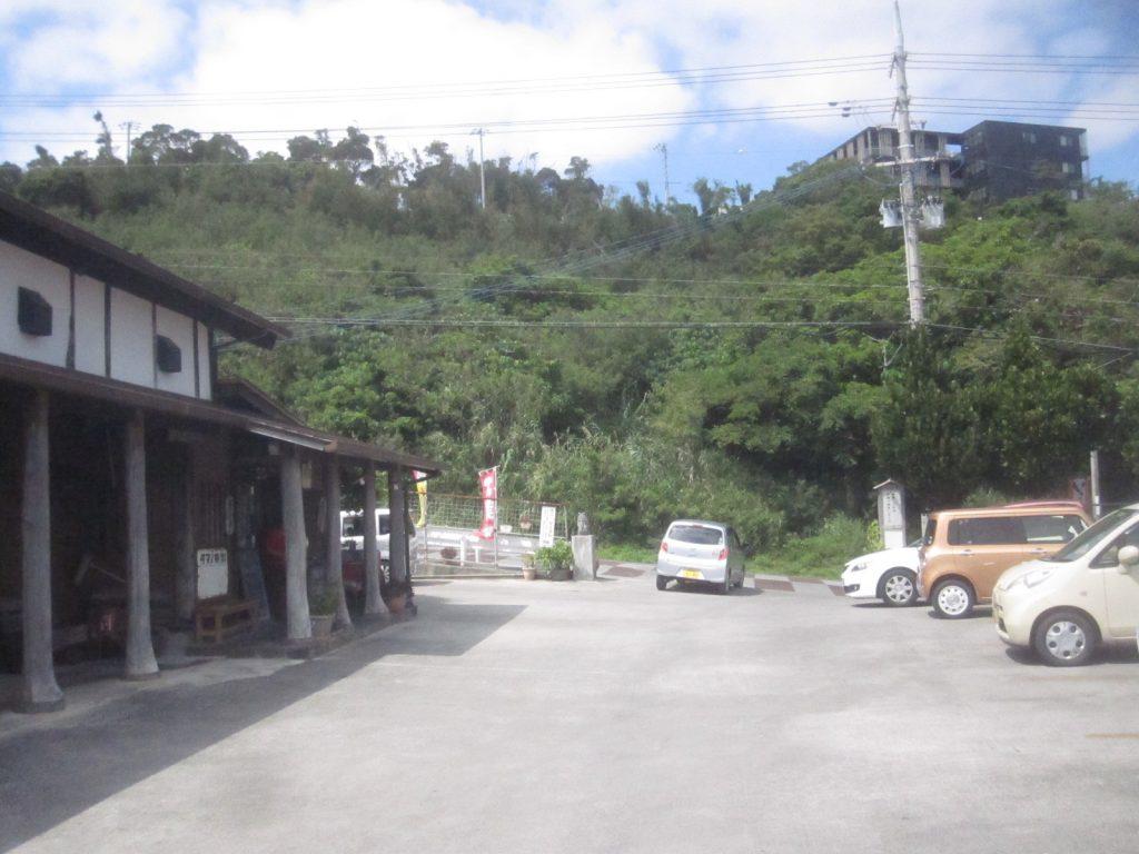 古民家食堂(こみやしょくどう)の店舗駐車場の写真