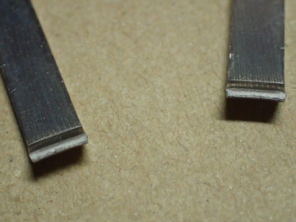 毛抜き・ツイーザーの折れた箇所を拡大アップ撮影した写真、画像