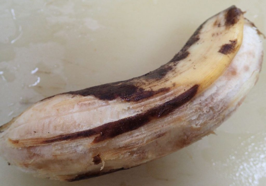 まれにある皮が剥きにくいバナナにイライラしてしまう(笑)