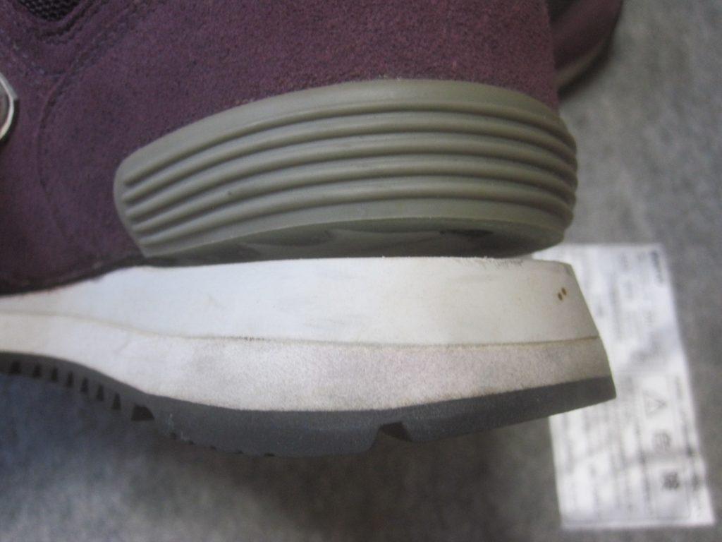 「NEW BALANCE 574」の靴底ソールが剥がれた写真・画像