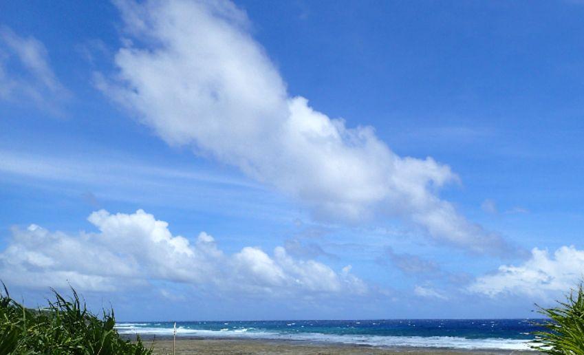 沖縄の青い海と青い空