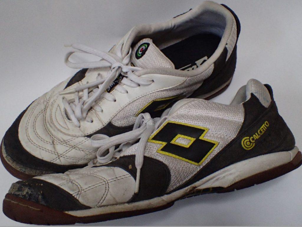 日本製とは違ったイタリアの靴らしいシンプルだけどカッコいいデザイン