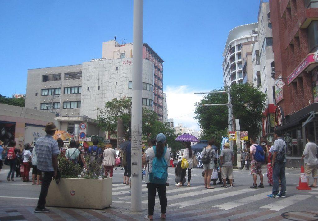 ダンスや路上落書きなど各種催し物で賑わっていた日曜日の国際通り
