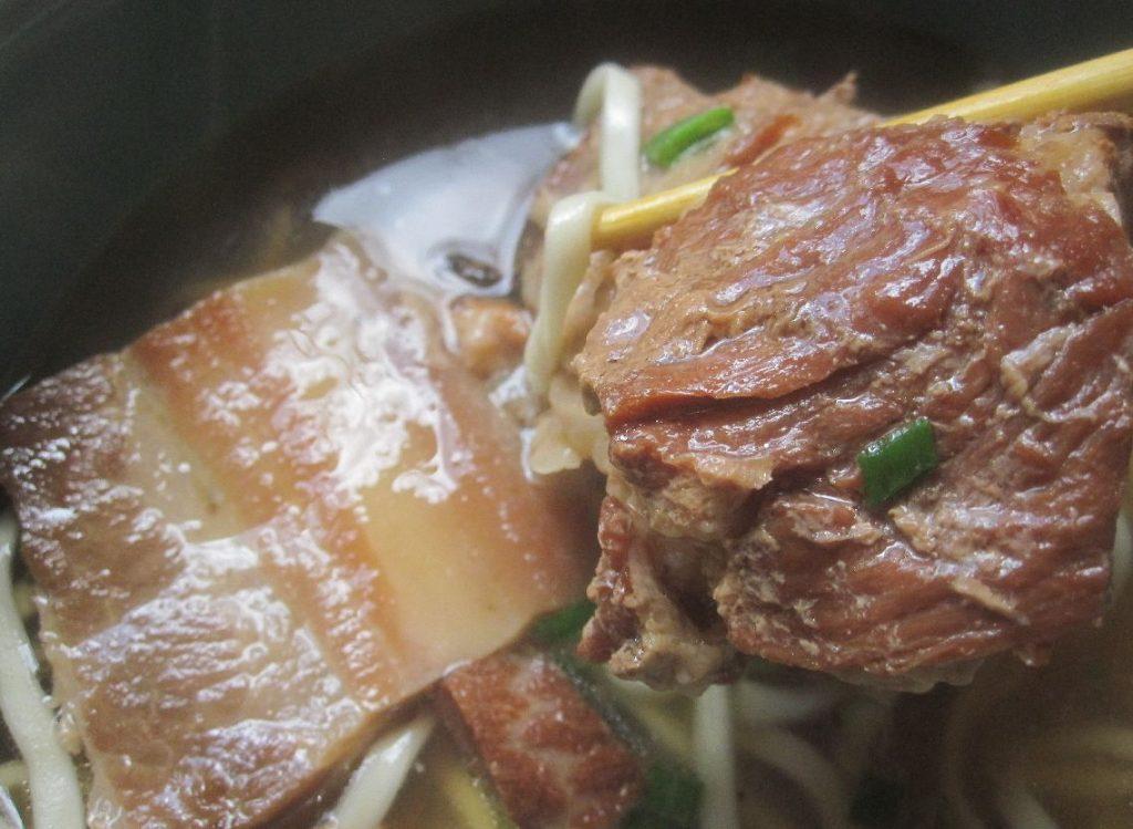 SOBA EIVUNのホクホク柔らかな沖縄そばの肉