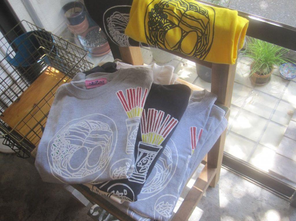 店内で販売されていた沖縄そば屋エイブンのTシャツ