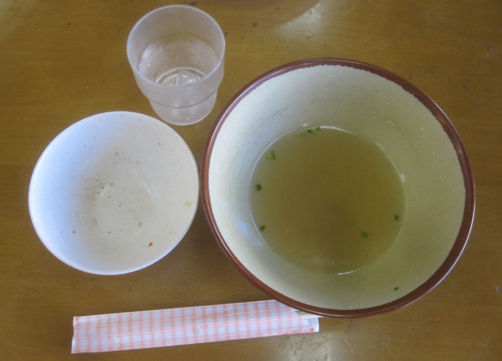 沖縄そば、ジューシーを完食して空になった器の写真