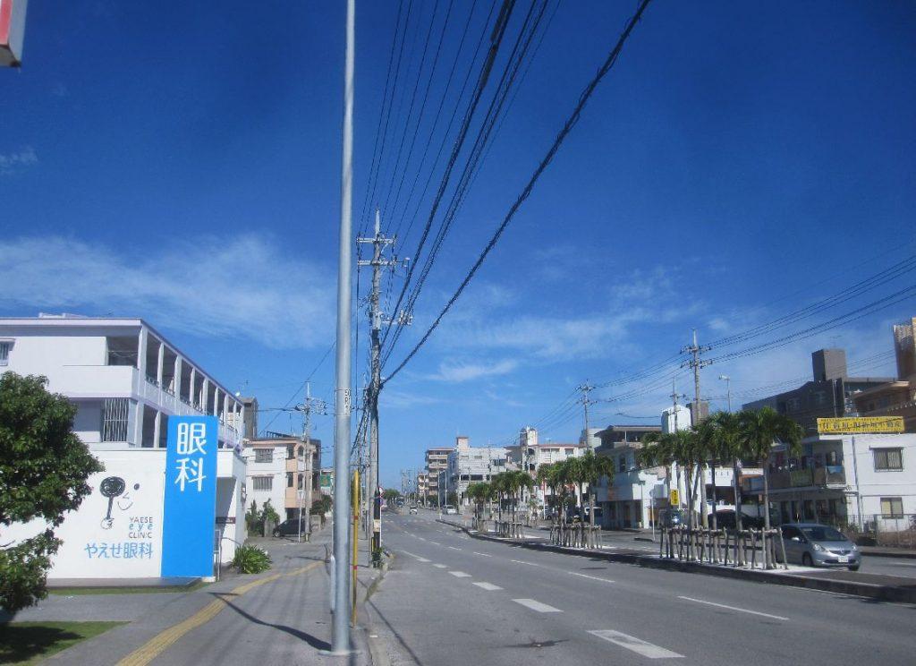 発展が著しい八重瀬町の通り沿いに位置する大衆食堂の伊覇そば