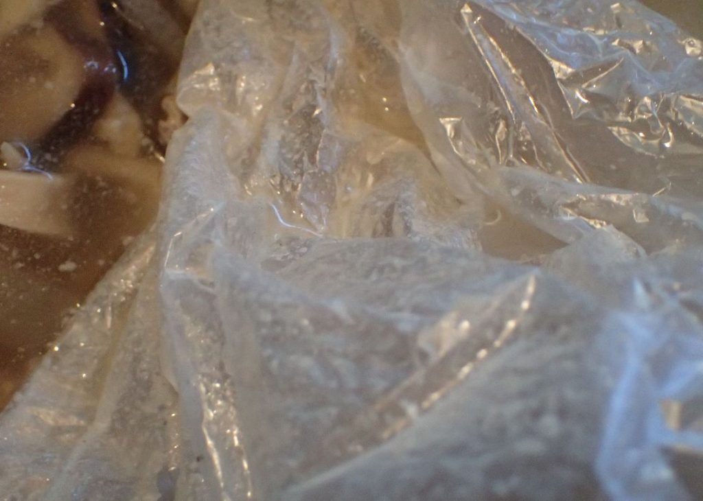 ポリ袋・ビニール袋を使って豚肉の脂・ラードを取り除く
