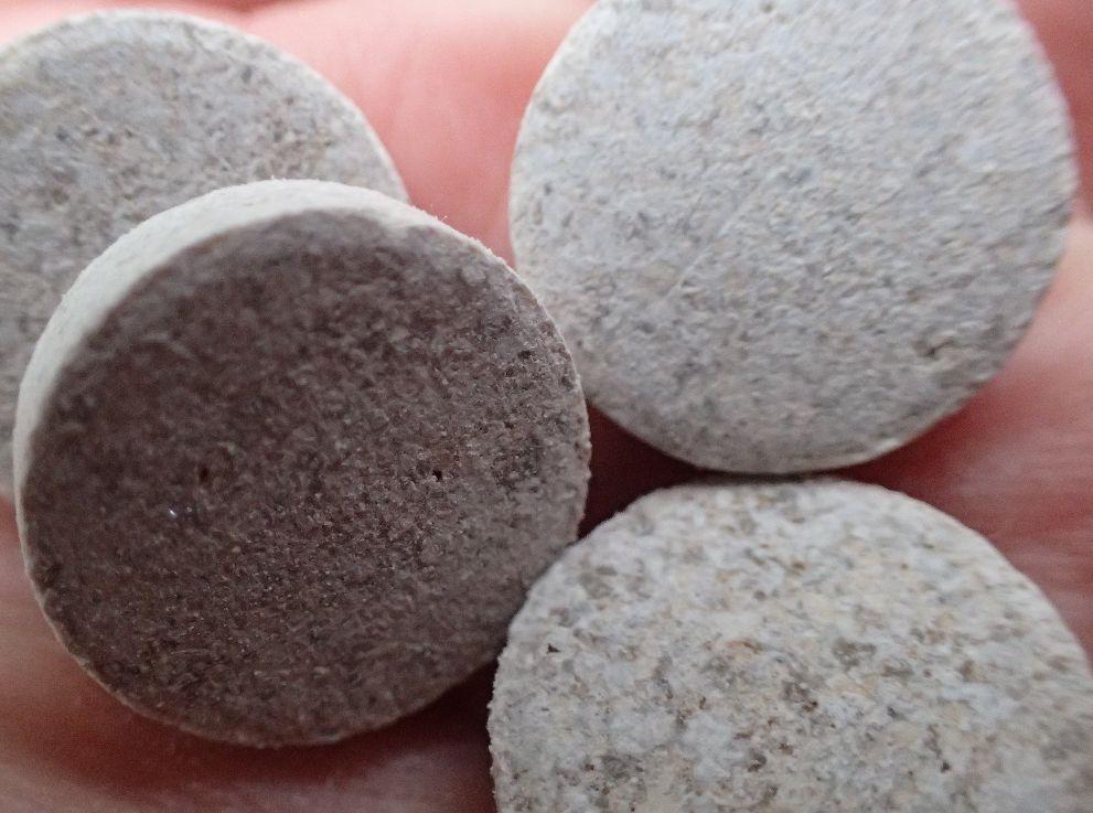 (フマキラー)アブラムシ退治のカダン殺虫肥料は錠剤タイプで使いやすい
