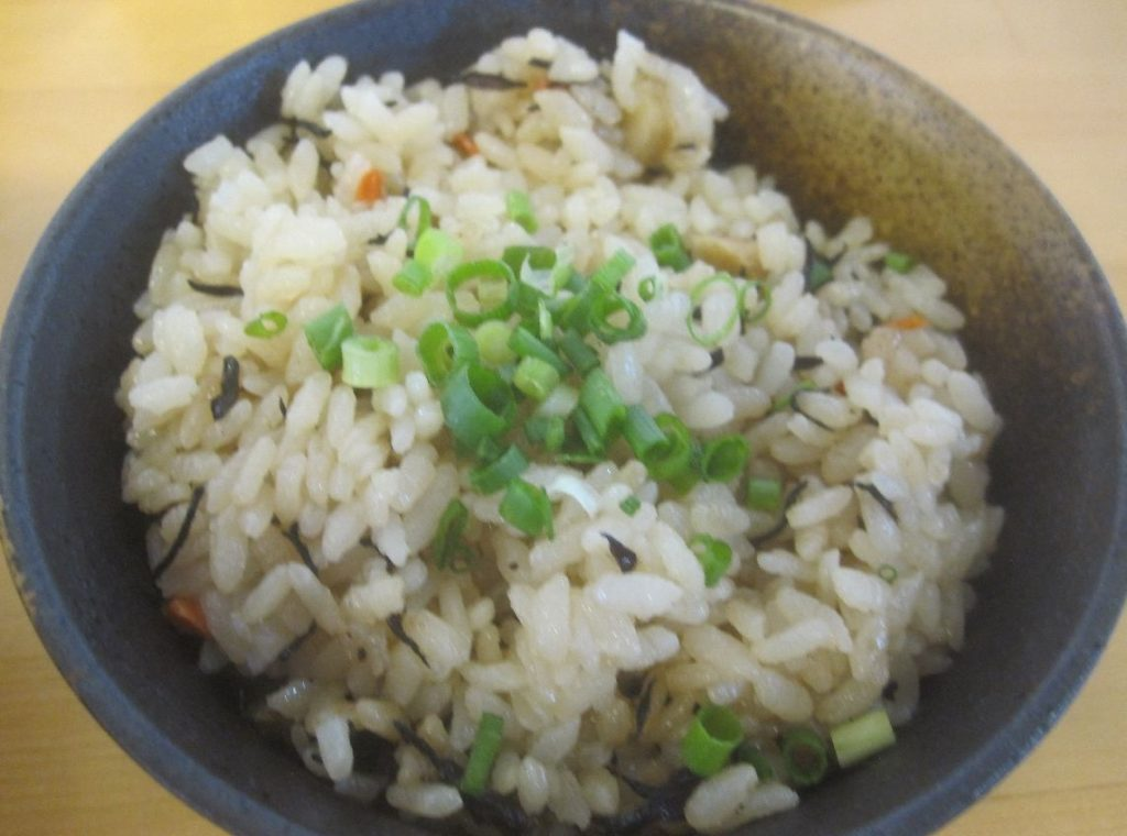 沖縄版の炊き込みご飯ジューシー