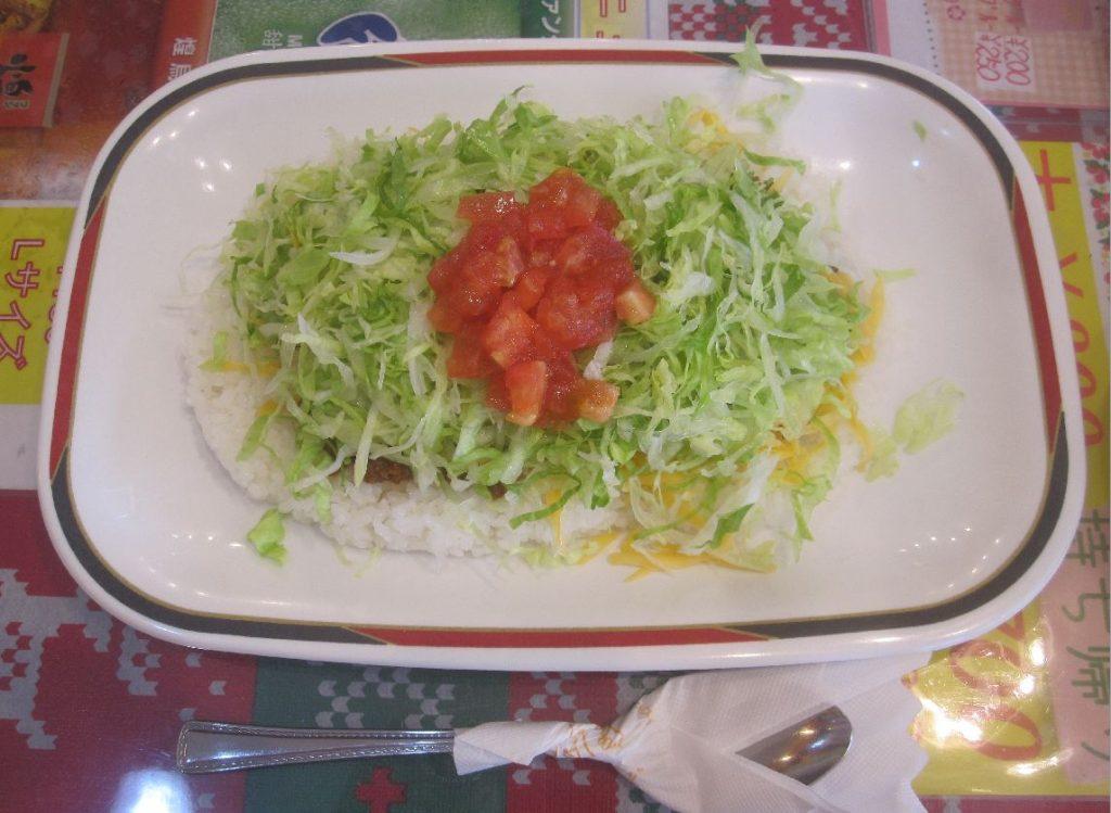 鉄板メニューのタコライス(チーズ野菜)