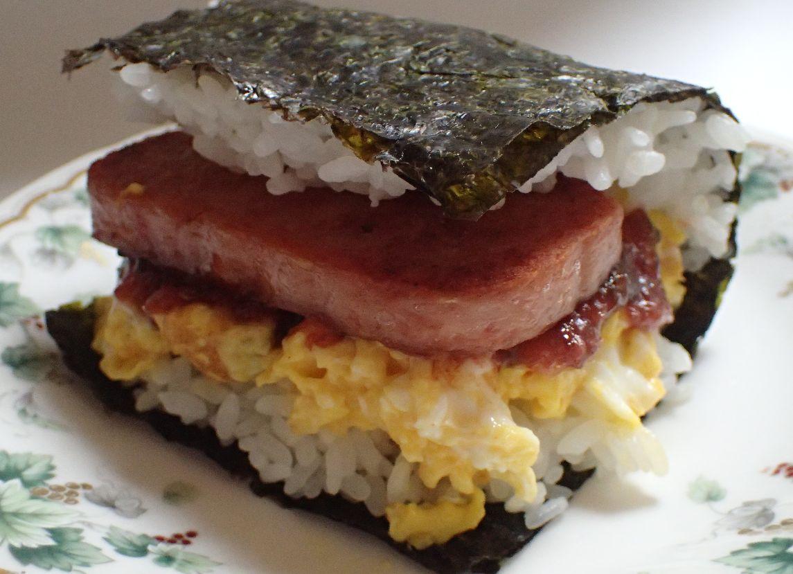 沖縄そば以上に沖縄県民のソウルフード「ポーク卵おにぎり」