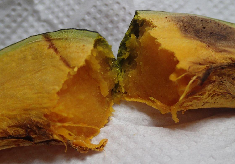 焼き芋を真似て焼いたカボチャはホクホクでとても美味しい