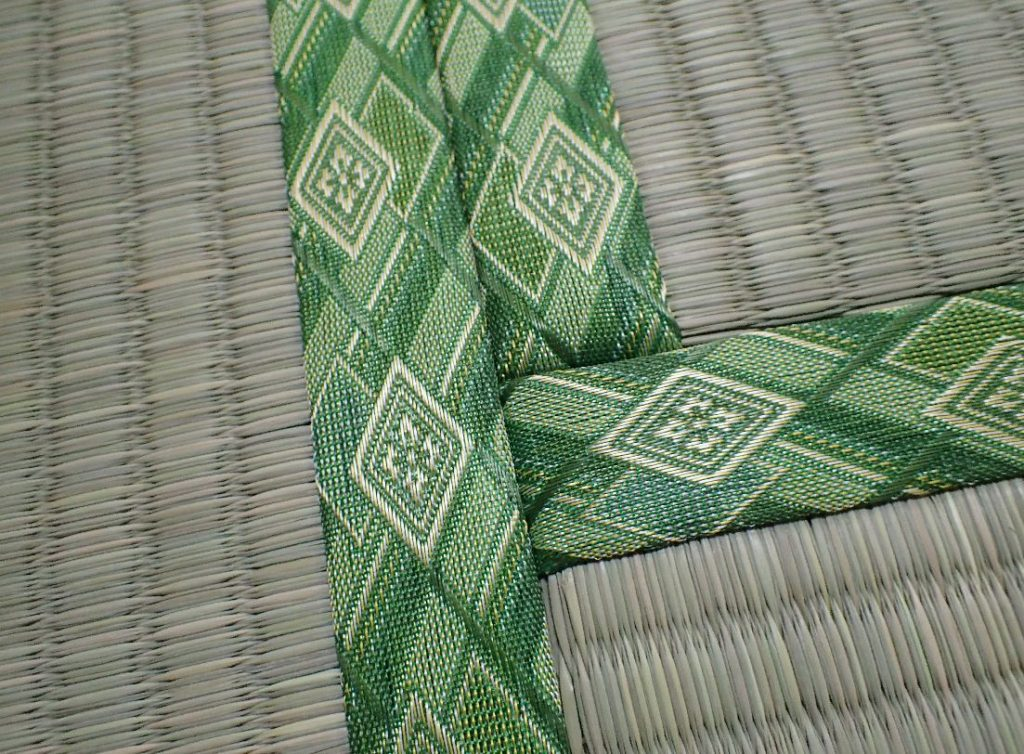 隙間なくピッタリと敷いた新しい畳の写真