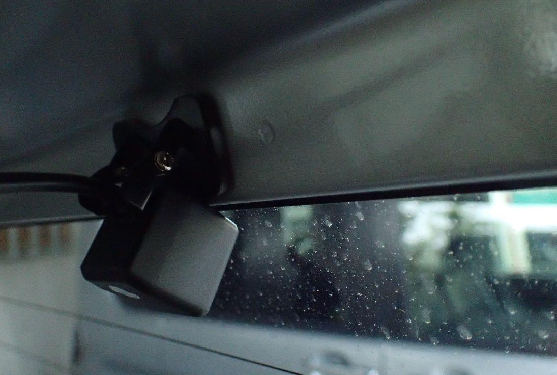 車種によってはリアカメラ(バック・後方カメラ)が水平に取り付けられない