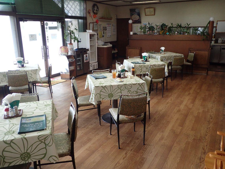 グリーンフィールド店内:テーブル席、座敷