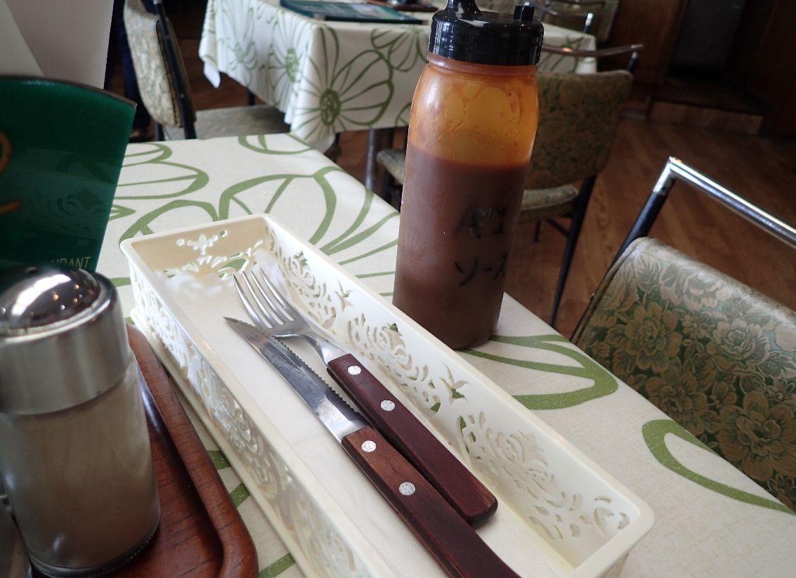 ナイフとフォーク、A1ソース